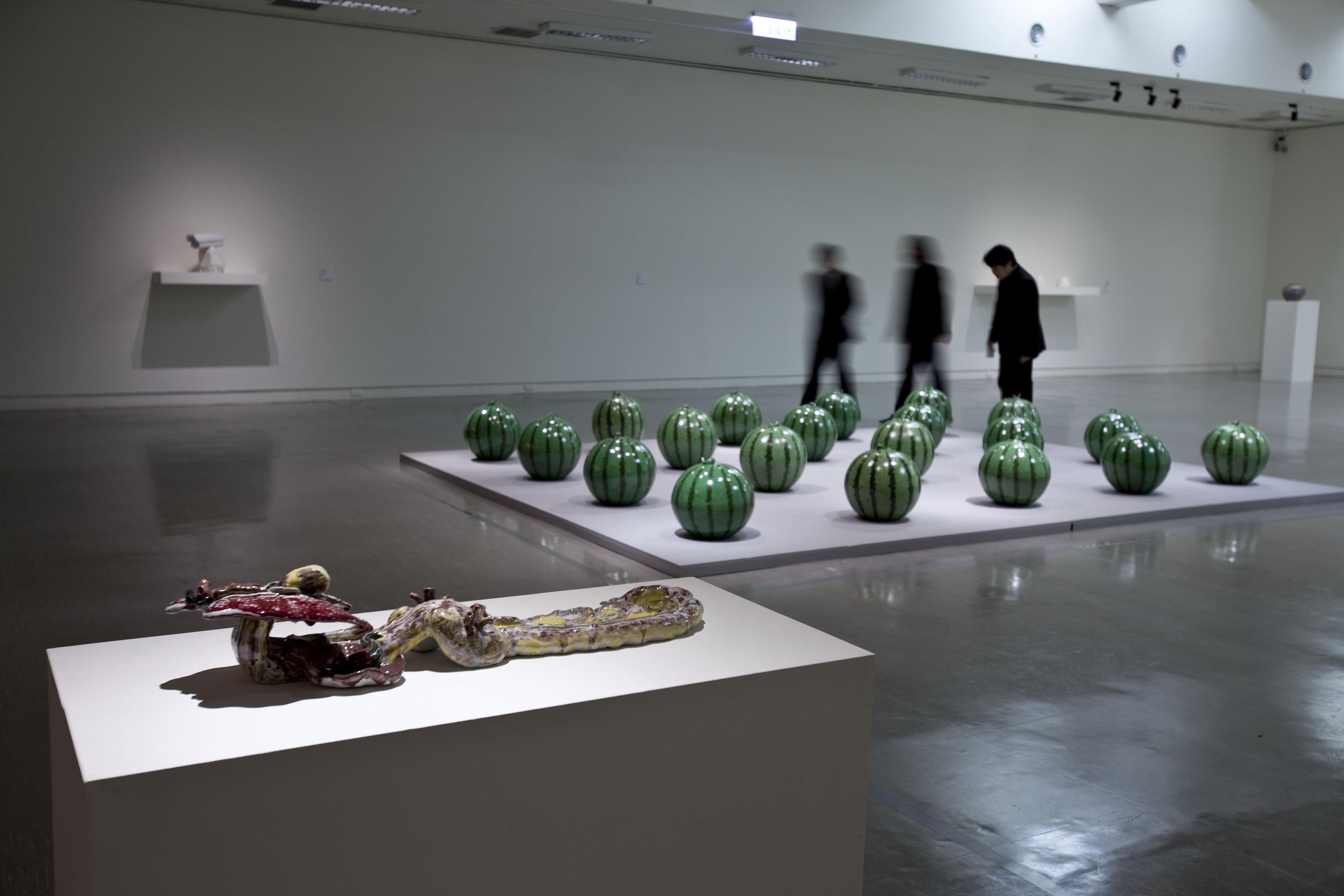 Ai Weiwei | Ruyi (porcelaine) et @Watermelon (porcelaine) | 2006