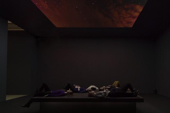 Vue de l'installation « Bed Down Location », Laura Poitras