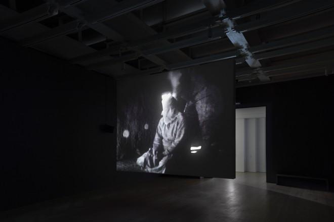 Vue de l'exposition «Astro Noise », Laura Poitras