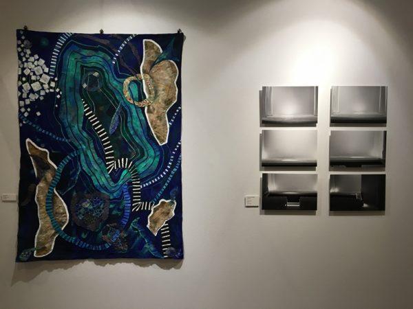 De gauche à droite, œuvres signées respectivement Gisella Penna et Linet Sanchez Gutierrez, galerie Achillea
