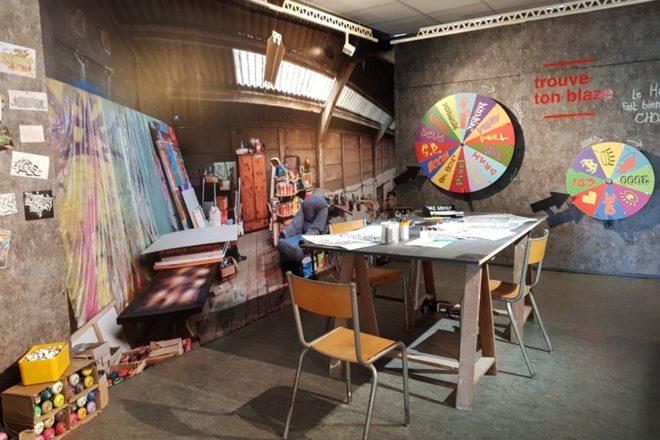 Vue de l'atelier destiné aux jeunes visiteurs de l'exposition «Conquête urbaine» au Musée des beaux-arts de Calais