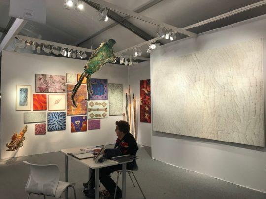 Vue du stand de la galerie Arts d'Australie Stéphane Jacob
