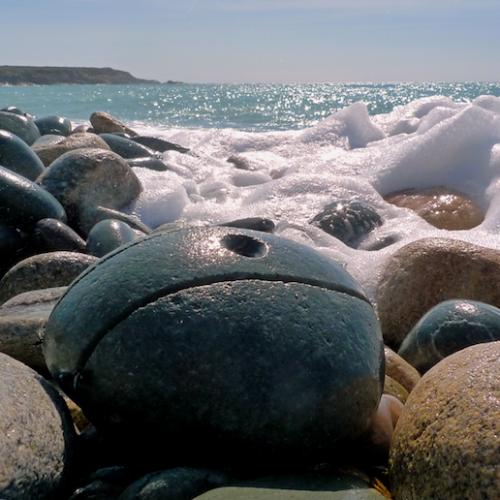 Pierre restituée à la nature, plage de Trez Goarem, Michel Thamin. ©Michel Thamin