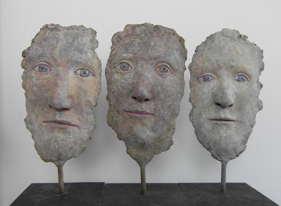 3 Fragments, bronze patiné et peint, pièce unique, (H.20  x 10 cm)