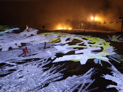 Le 19 décembre, les skieurs du Grand@ Bornand ont slalomé entre les flocons@ numériques de Miguel Chevalier !