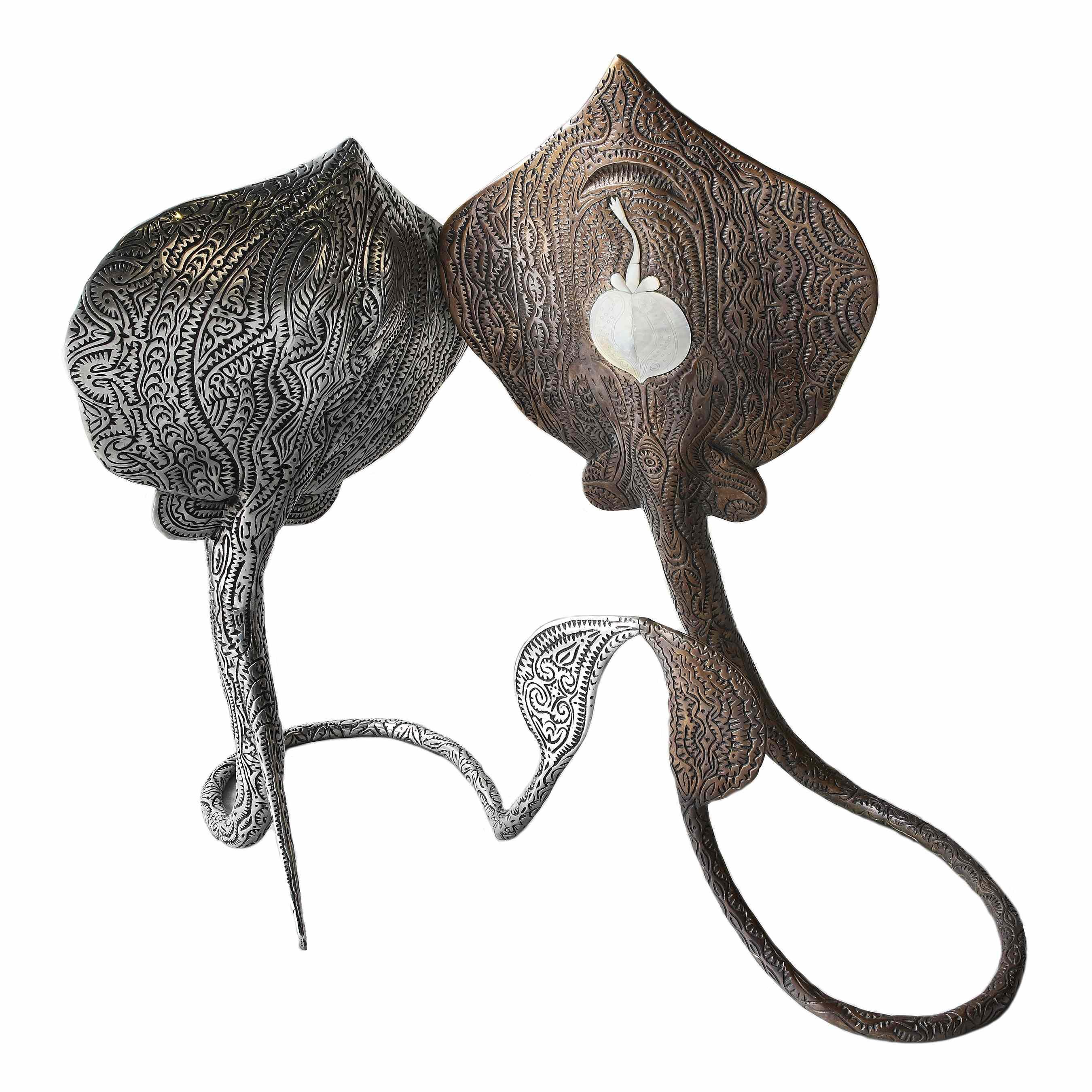 Gubuka, aluminium et bronze avec incrustation@de nacre, éd. 5/12, 106 x 88 x 82 cm