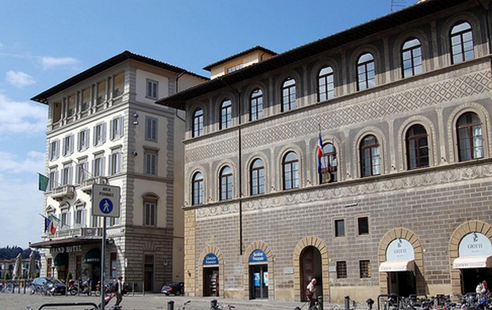 Le premier institut français@a été créé en Italie, à Florence en 1907.@ Il est abrité par le palais Lenzi