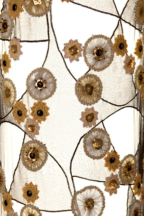 Le choix du tissu est très important@ car c'est lui qui inspirera le design@ de la lampe.