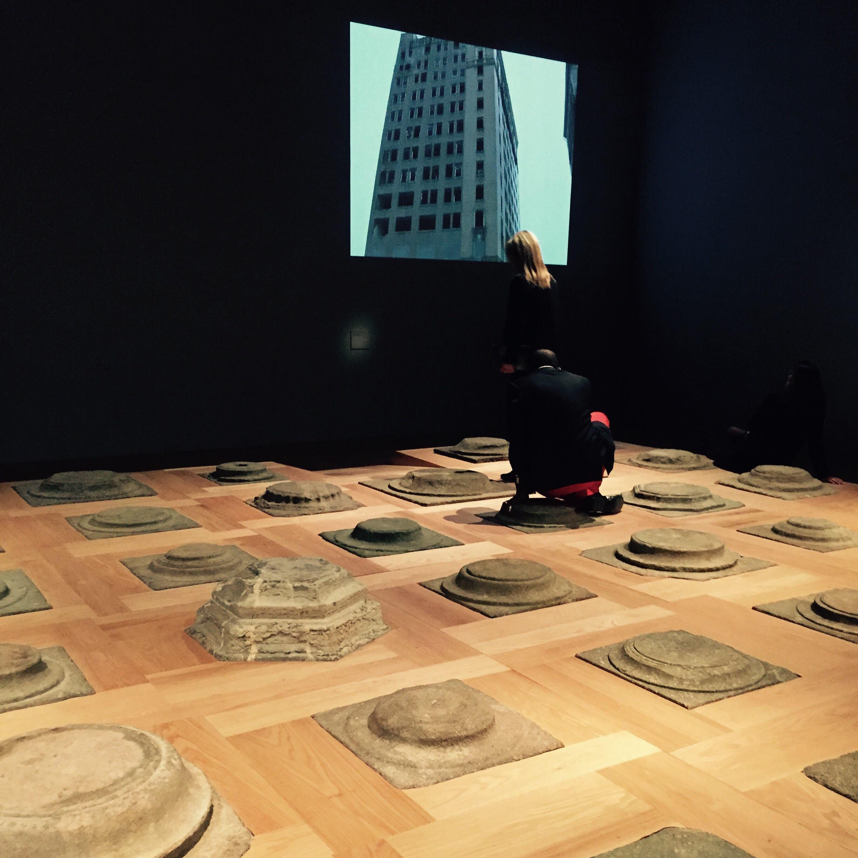 Fondation par Ai Weiwei (premier plan)@et Les 5 vagues de l'avenir@par Laurent Perreau