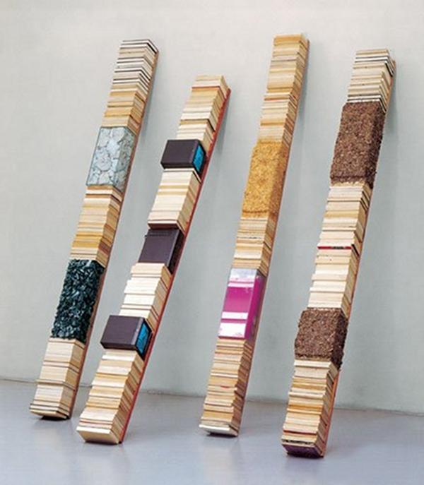 Bibliothèques obliques, livres, charbon, vidéos,  aquariums, algues, bois