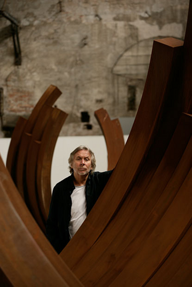 Bernar Venet, lors de la 53e Biennale de Venise