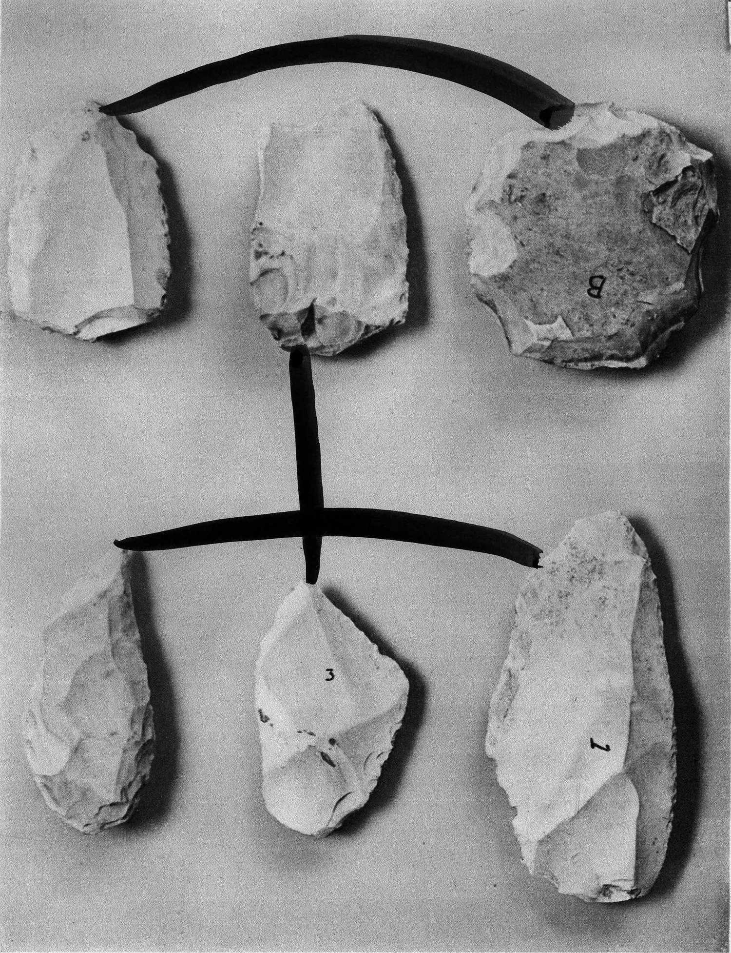 Facies Mousterien 1, photographie noir et blanc rehaussée@à l'aquarelle (80 x 60 cm)