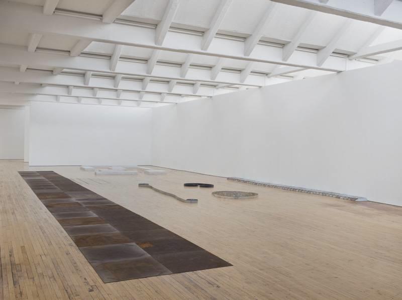 Vue de l'exposition Carl Andre: Sculpture as Place, 1958–2010