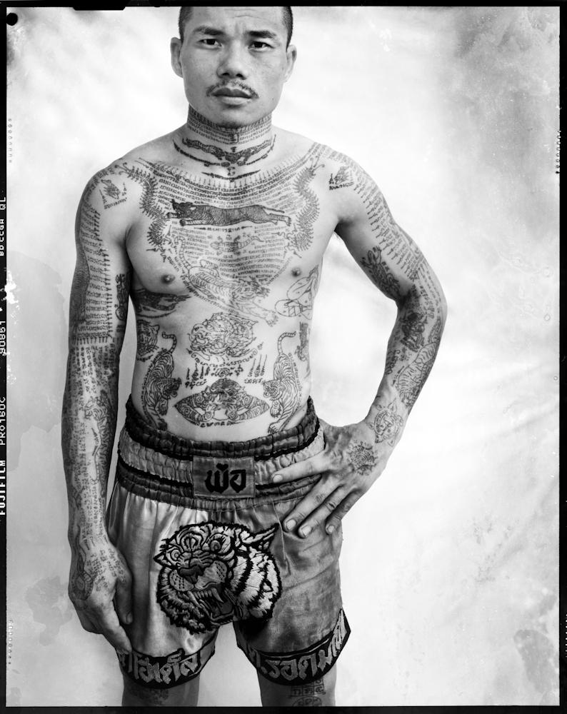 Portrait 6 (Muay Thai boxer), série Sacred Ink, impression pigmentaire (51 x 76 cm)