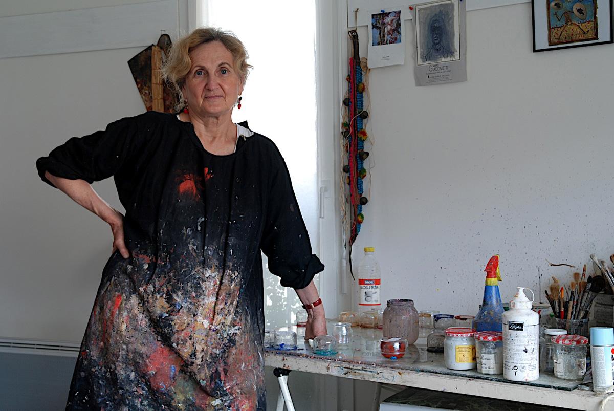 Elisabeth Walcker dans son atelier