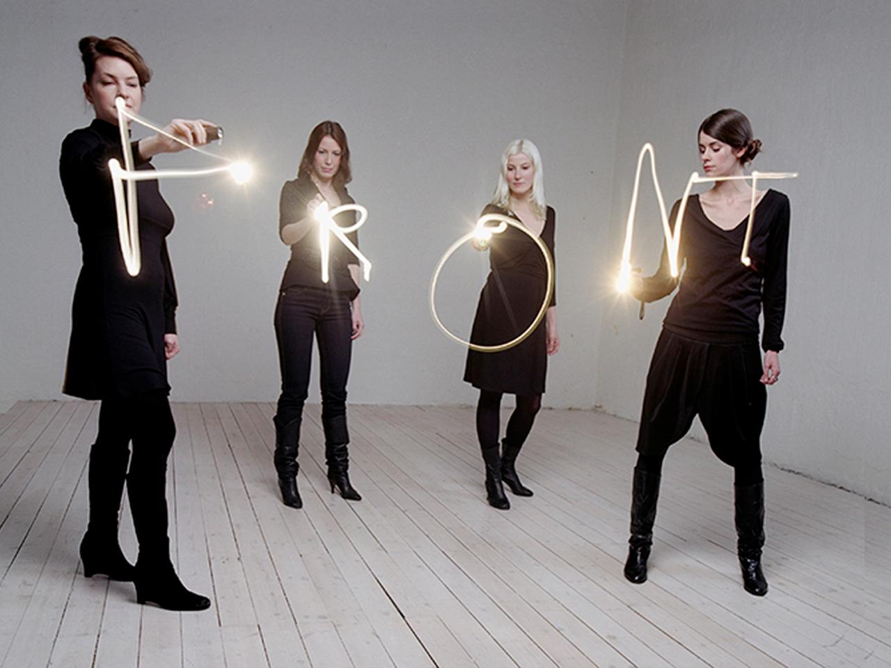 Le collectif suédois@Front Design en action ||
