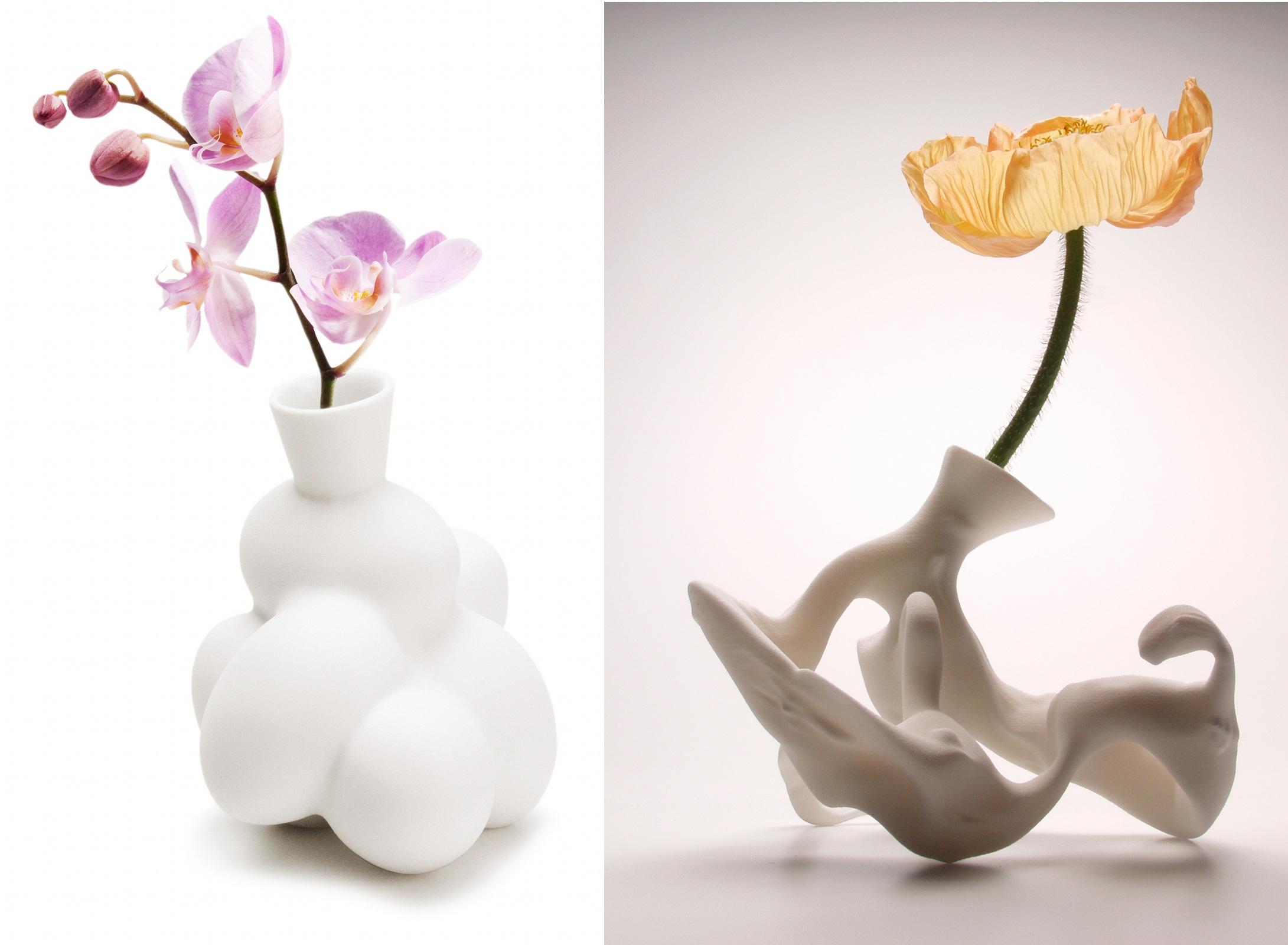 De gauche à droite :@Egg Vase (1997)@et Airborne Snotty Vase :@Pollinosis (2001)
