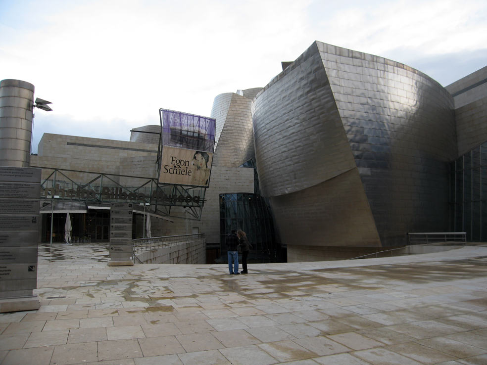 Entrée du Guggenheim Bilbao |  |
