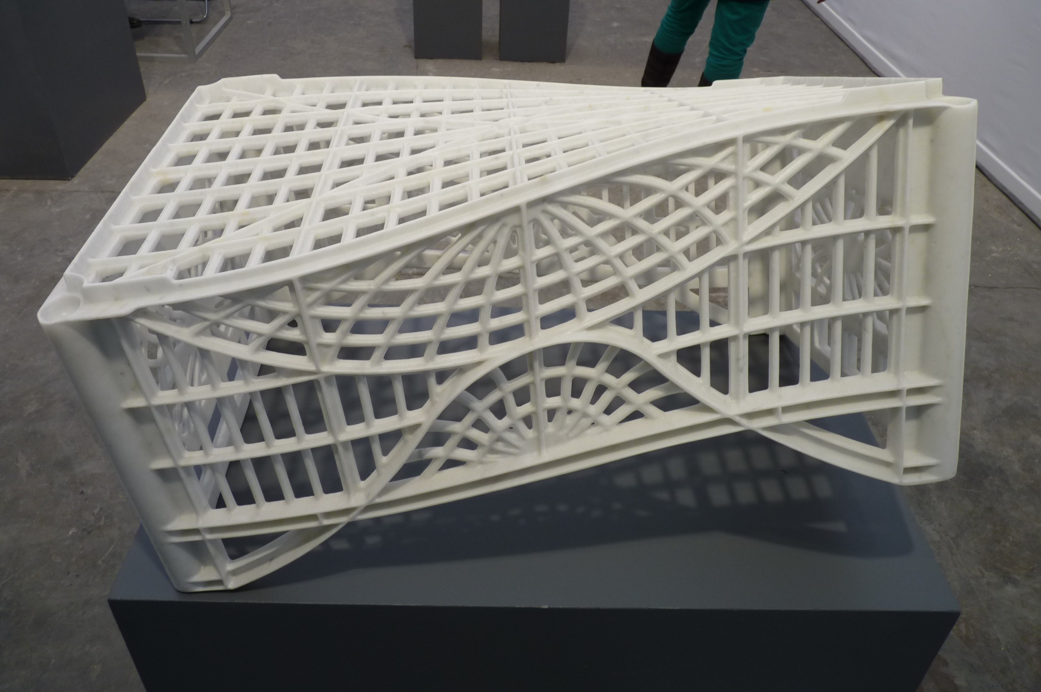 Stargate, sculpture en marbre blanc