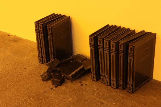 Vue de l'exposition « The Unplayed Notes Museum » au Dallas Contemporary, Loris Gréaud