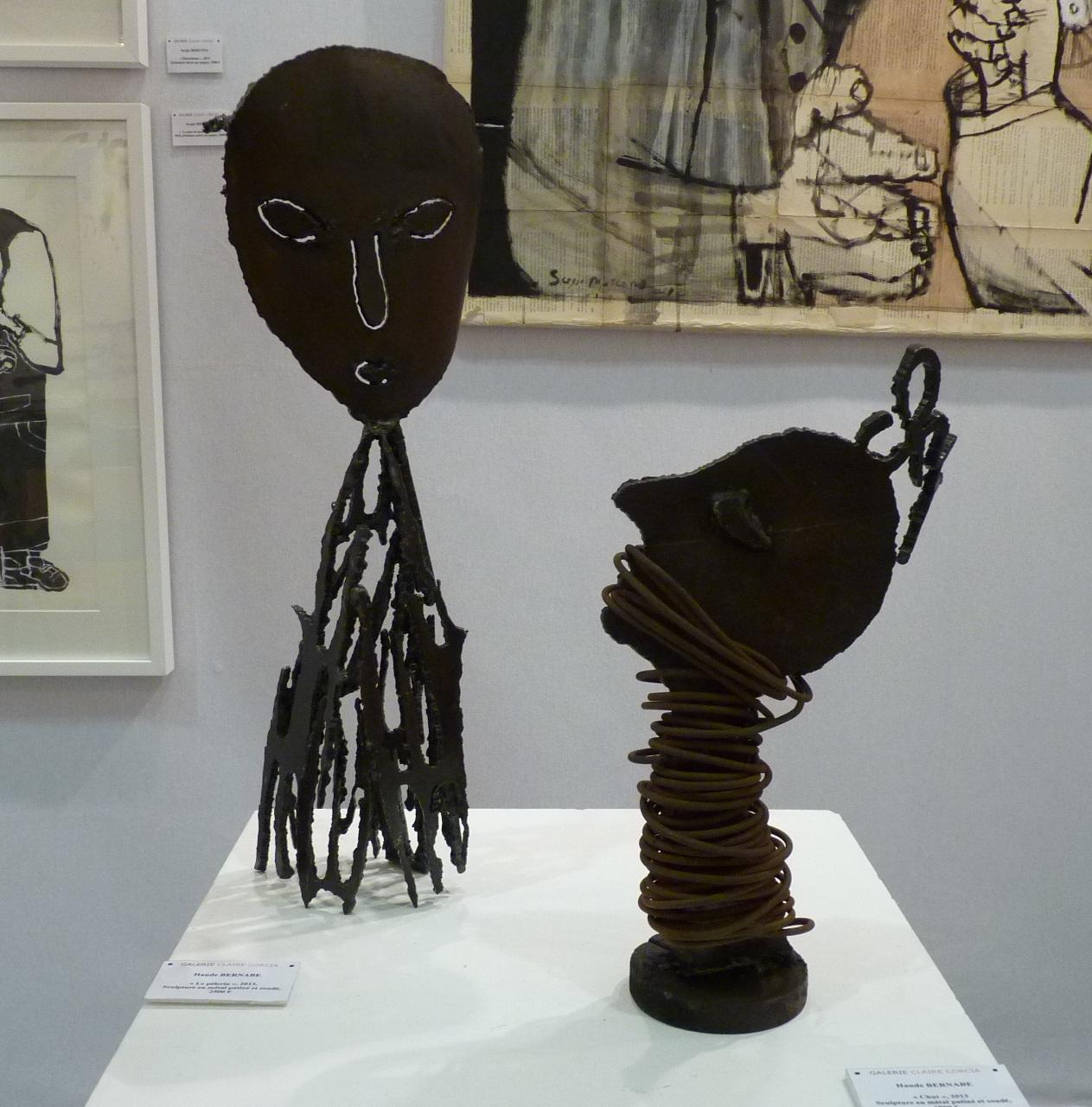 De gauche à droite: Le pèlerin et Chut, sculptures en métal patiné et soudé@(galerie Claire Corcia)