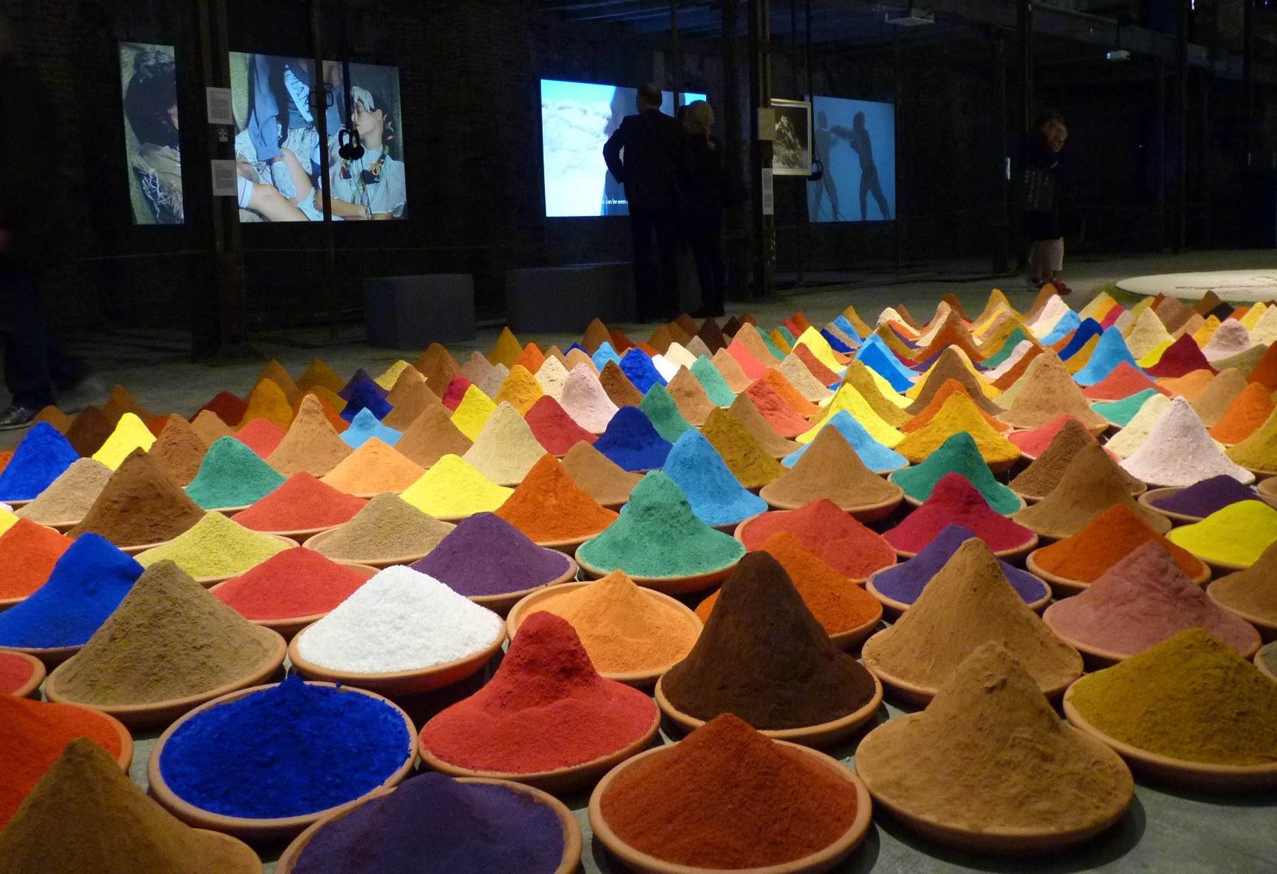 Campo de color (détail), installation, pavillon latino-américain