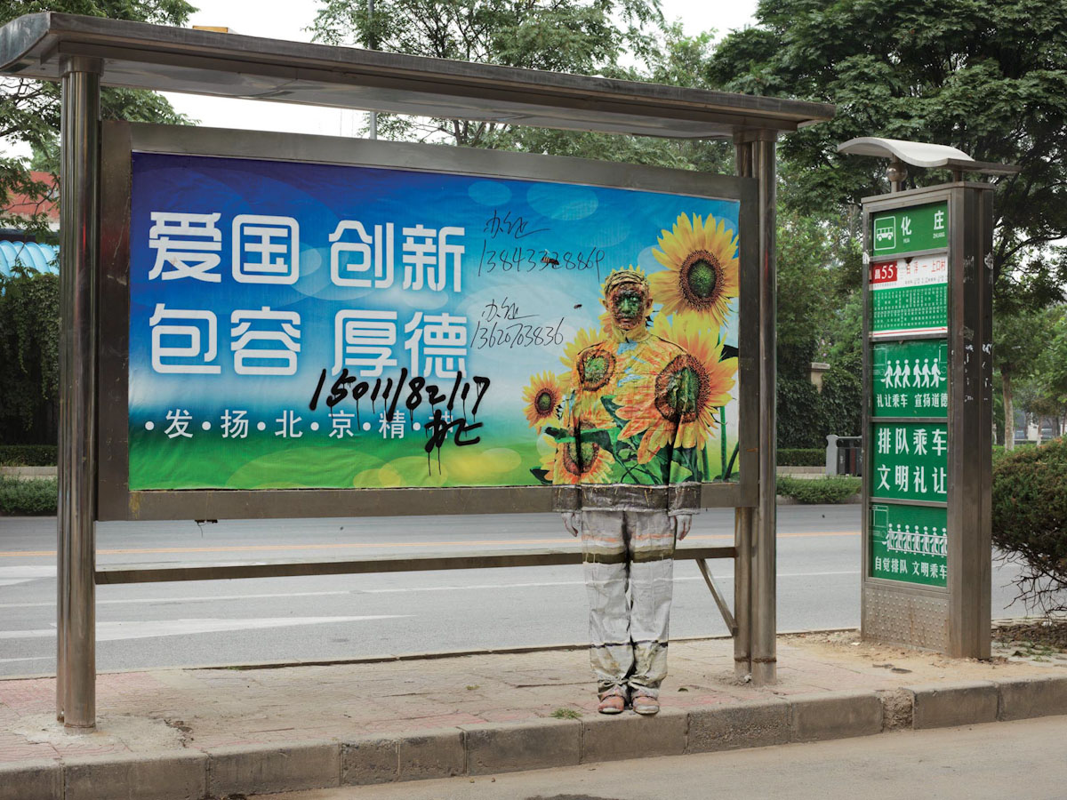 N°108, Bus Stop, Série Hiding in the City@(galerie Paris-Beijing)