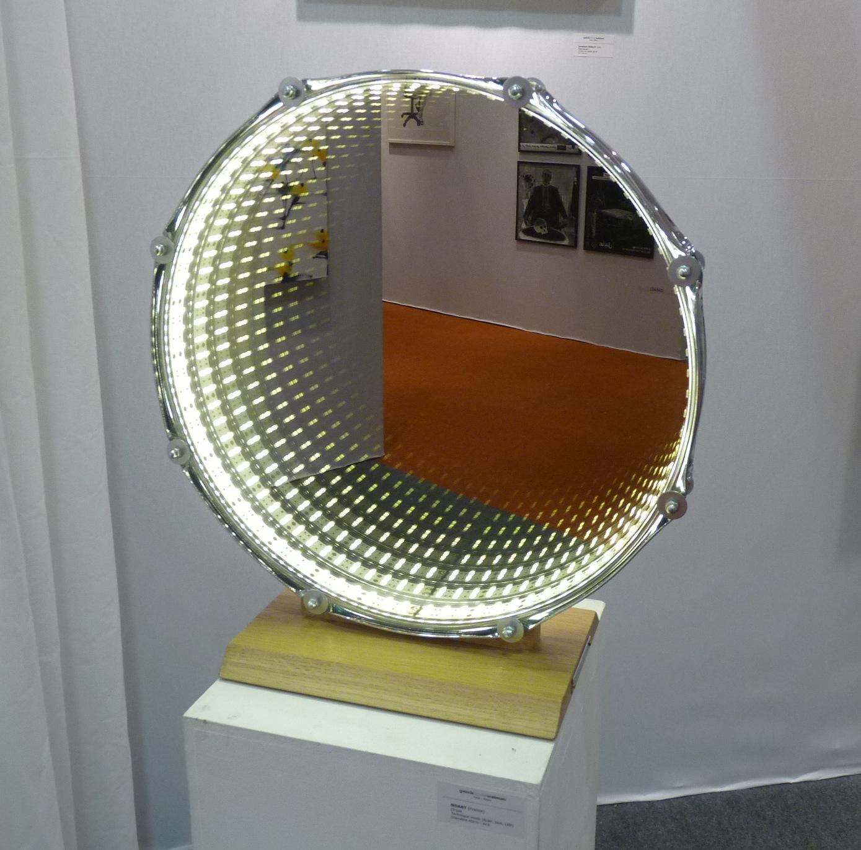 Drum, technique mixte, acier, bois, Led (galerie Olivier Waltman)