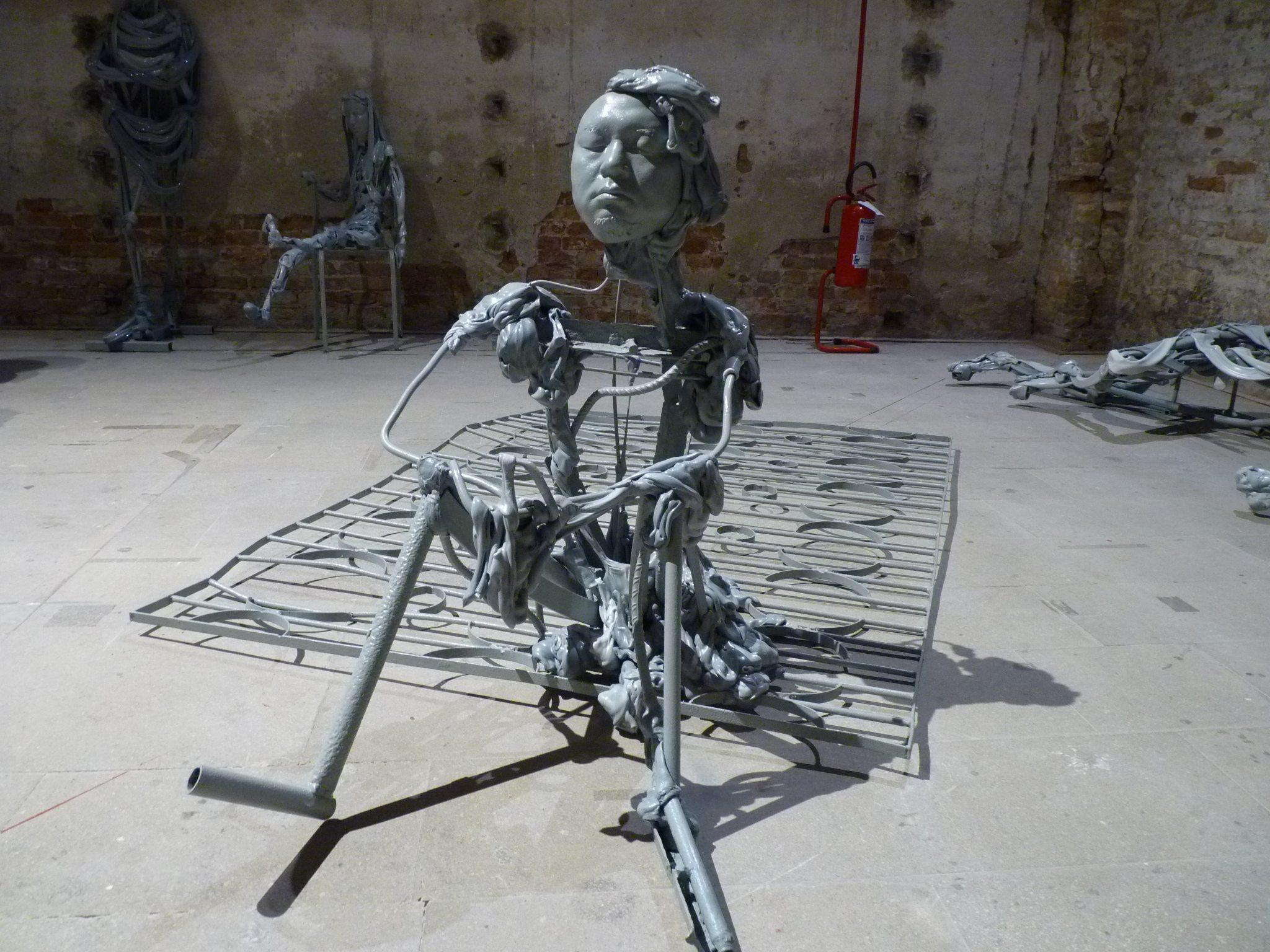 Vénitiens (détail), installation de 90 sculptures, exposition Le Palais encyclopédique