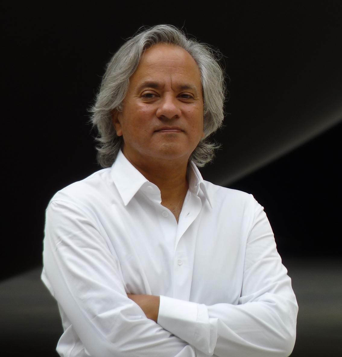 Anish Kapoor, à Paris pour l'inauguration@de Monumenta