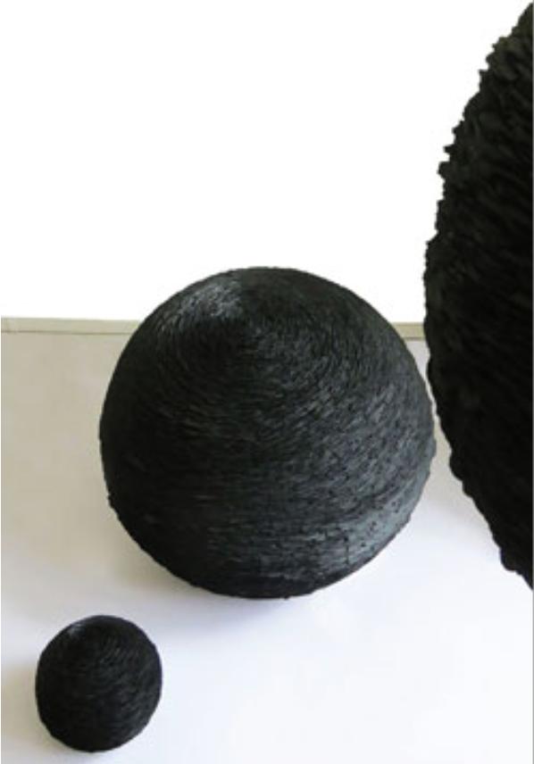 Gravité, ciment, pigment et ardoise@(80 cm de diamètre)