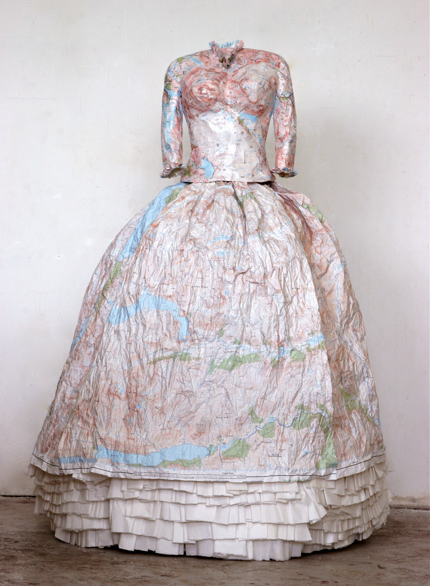 Highland Dress, robe@(60 x 95 x 150 cm)