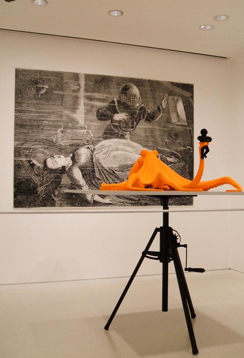 Vue d'exposition à la villa Paloma, œuvres de Katharina Fritsch, premier plan Octopus