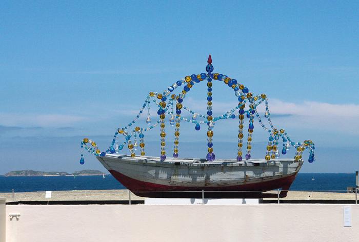 Le bateau de larmes, (345 x 535 x 215 cm)