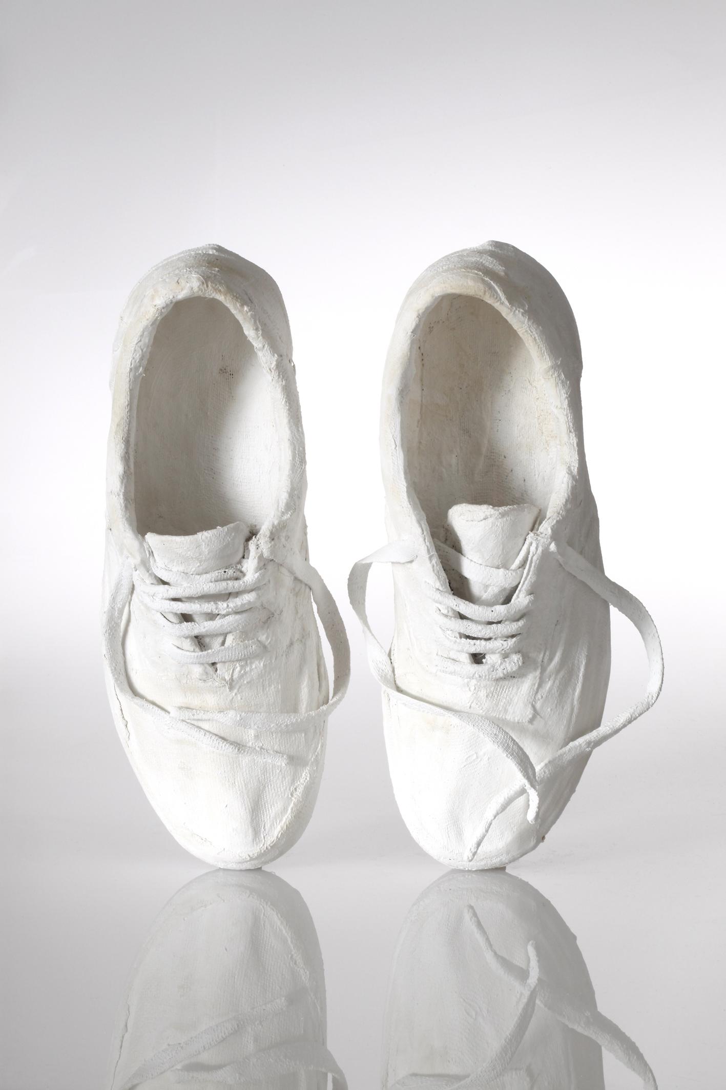 Further Replica – Contre-façon, une paire de chaussures bicolores