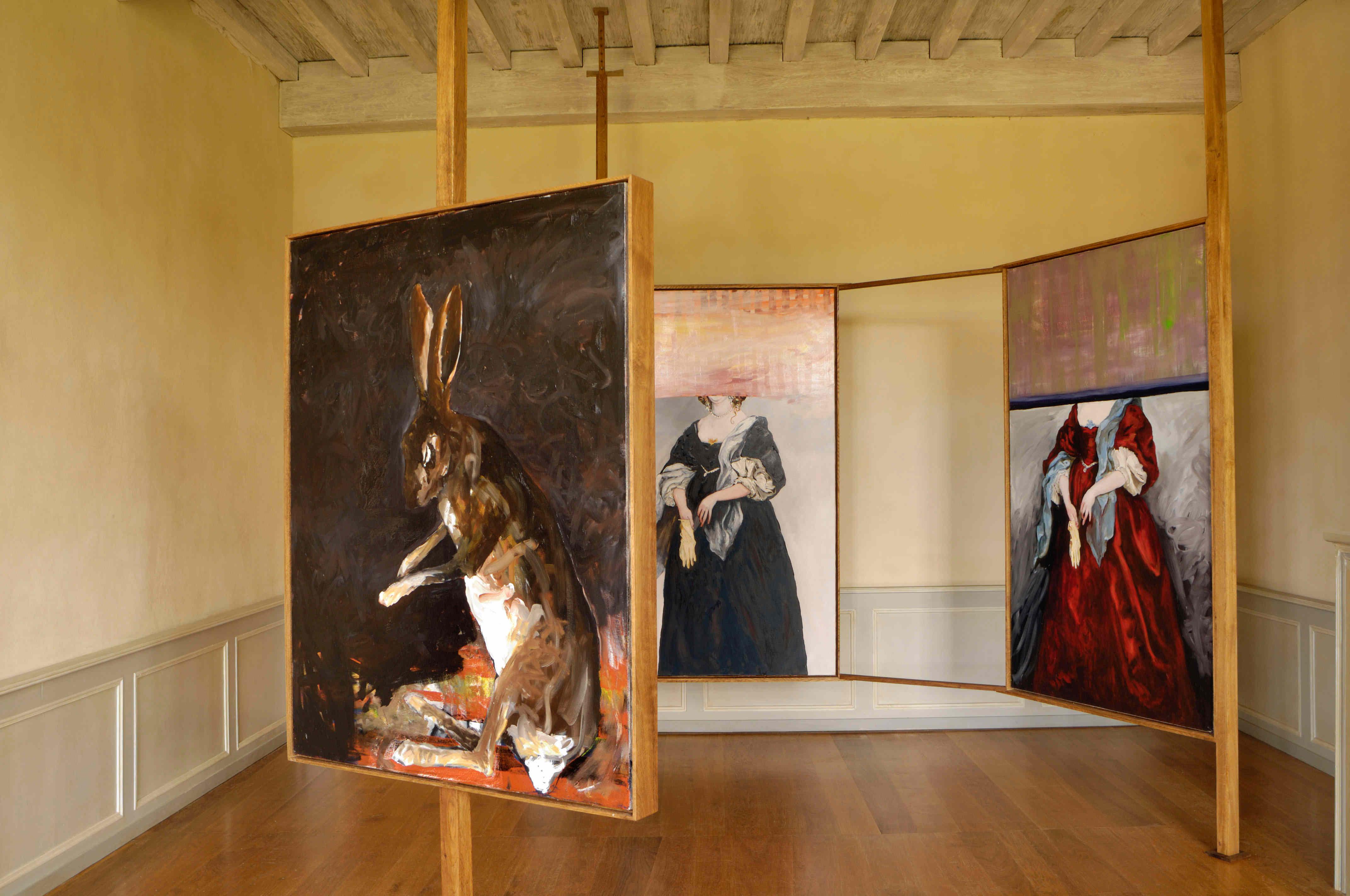 Grand lièvre fond noir (2010), Lady Anne robe noire, Lady Anne robe rouge (2005), château de Kerjean