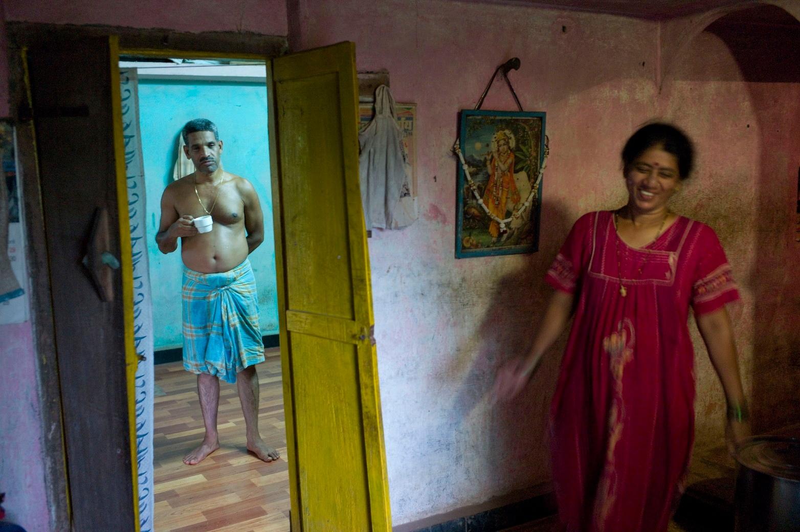 Dans la maison d'Anuya Kulkarni, membre du panchayat@du village de Sherpe, au Maharashtra