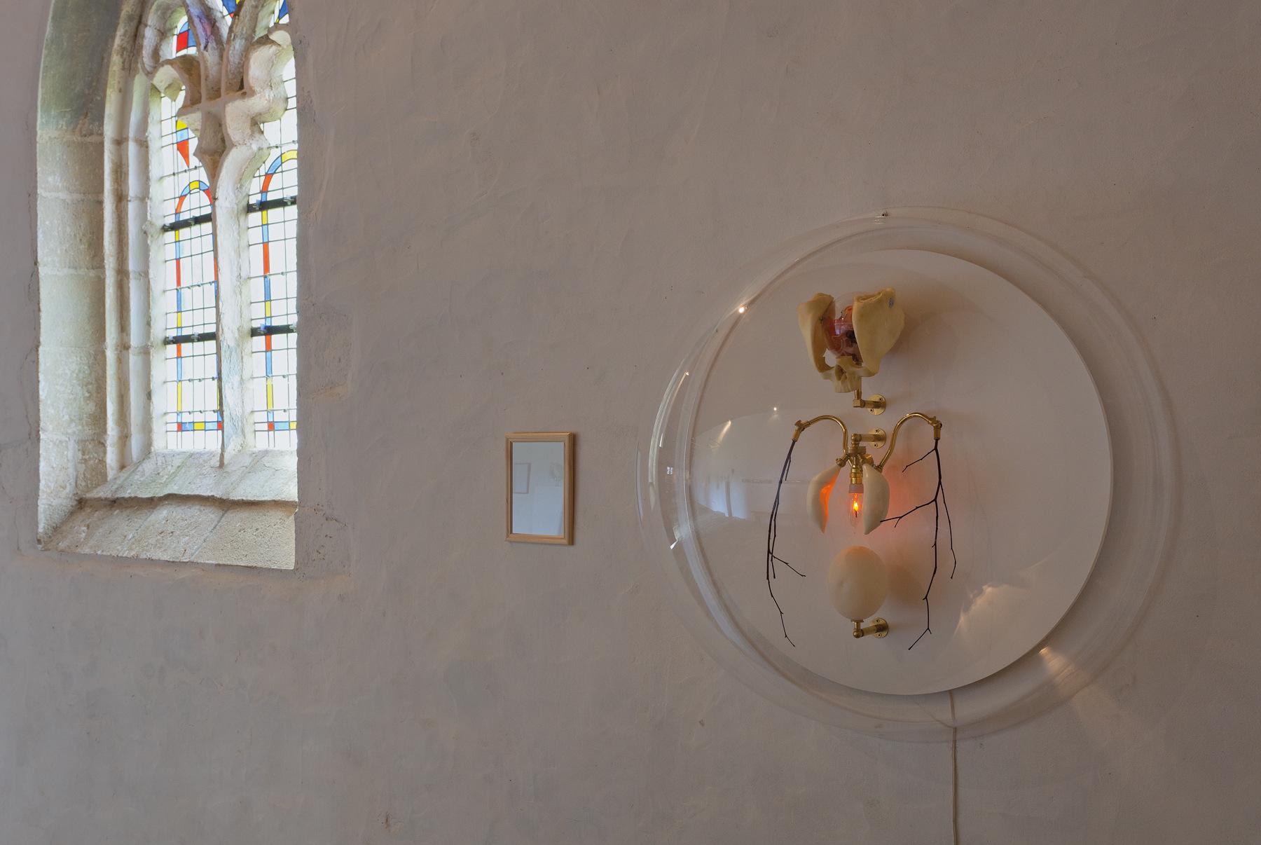 Détail de l'installation présentée@à la chapelle de la Trinité (Cléguérec)