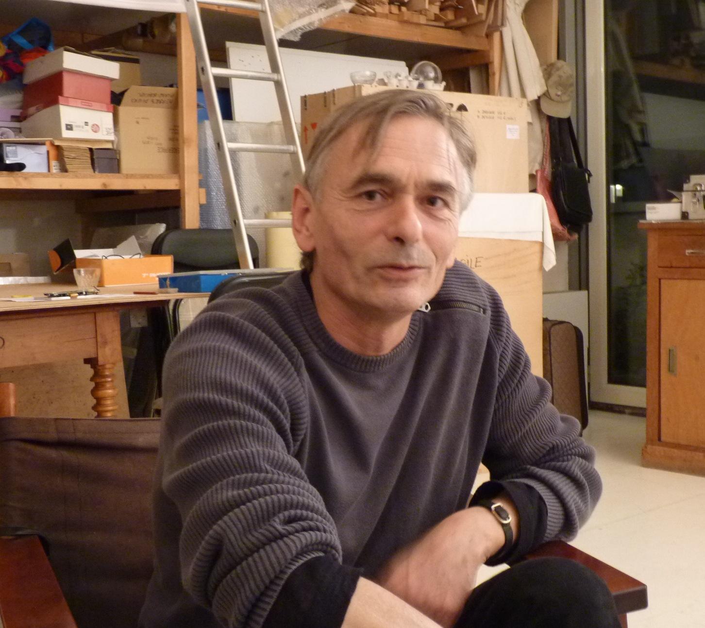 Emmanuel Fillot dans son atelier parisien