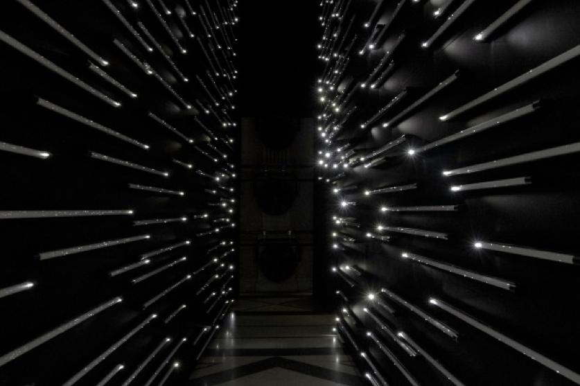 Get us out of here, tubes fluorescents, leds, ventilateurs, bois (650 x 650 x 200 cm)