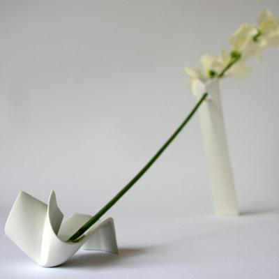 Sur le fil, soliflore en porcelaine