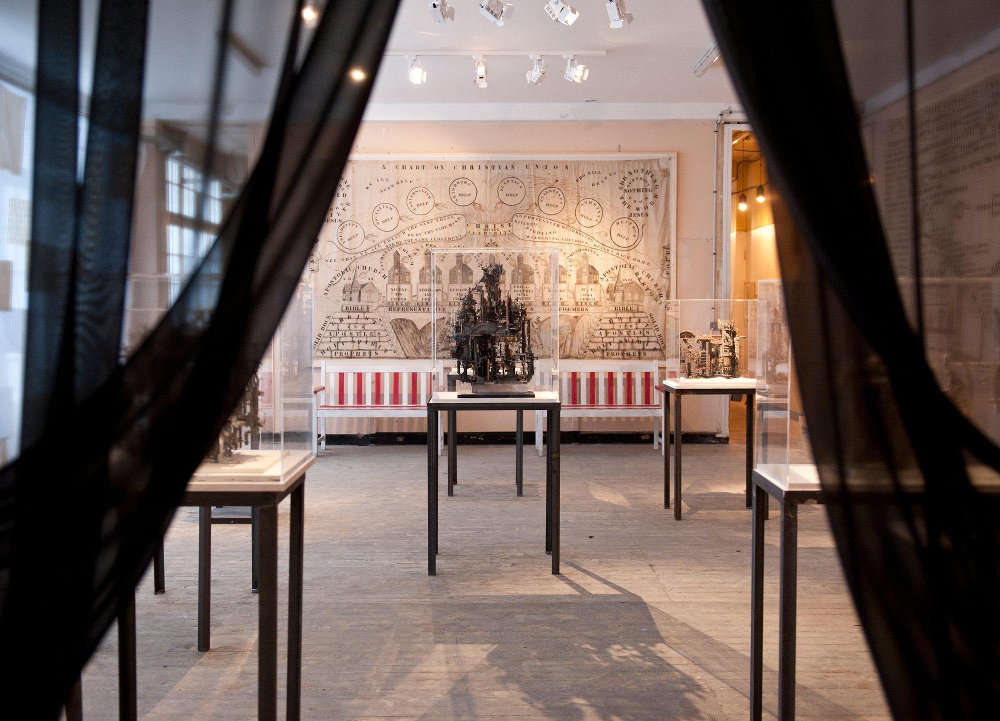 Vue d'exposition@du Museum of Everything, à Paris